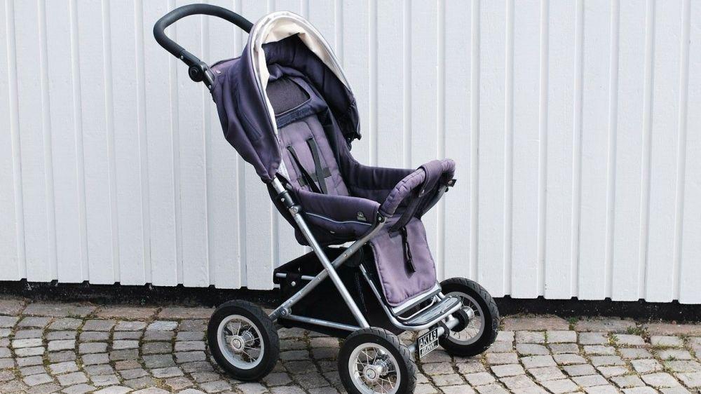 Прохожий в Севастополе похитил детскую коляску с крыльца магазина