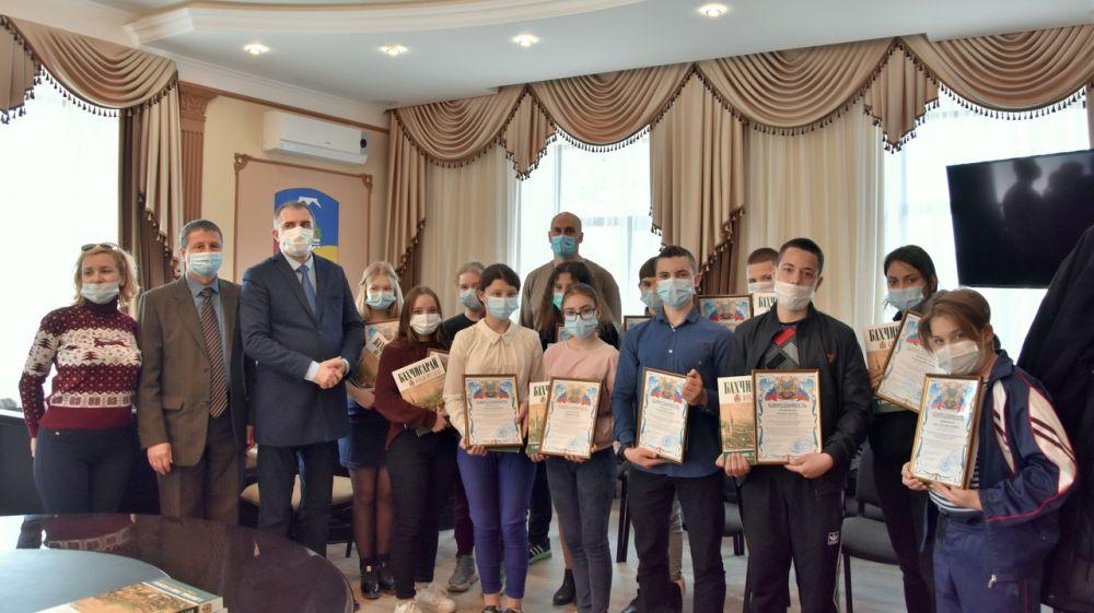 Награждение детей накануне Дня присоединения Крыма к России