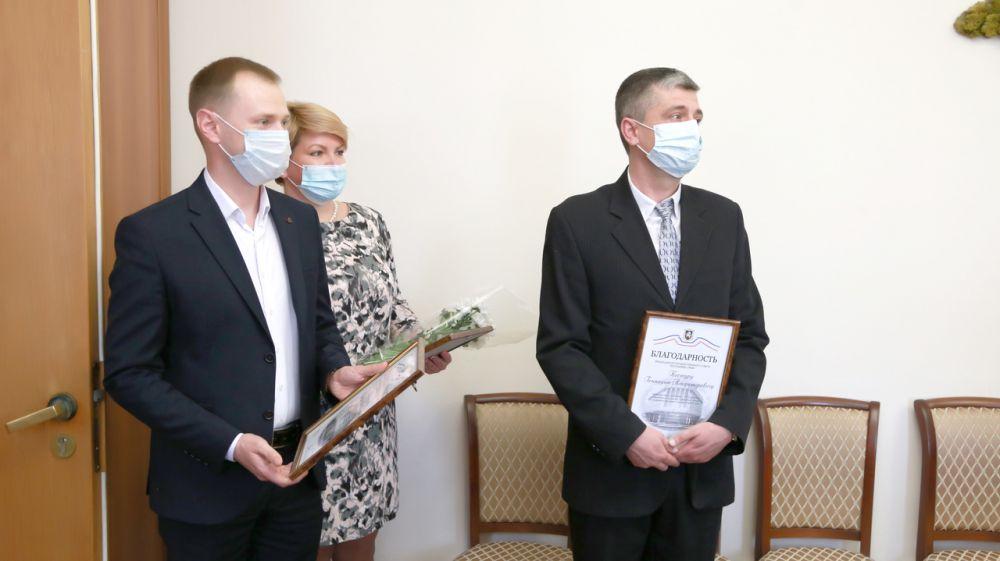Трое специалистов Госкомрегистра отмечены наградами от руководства крымского парламента