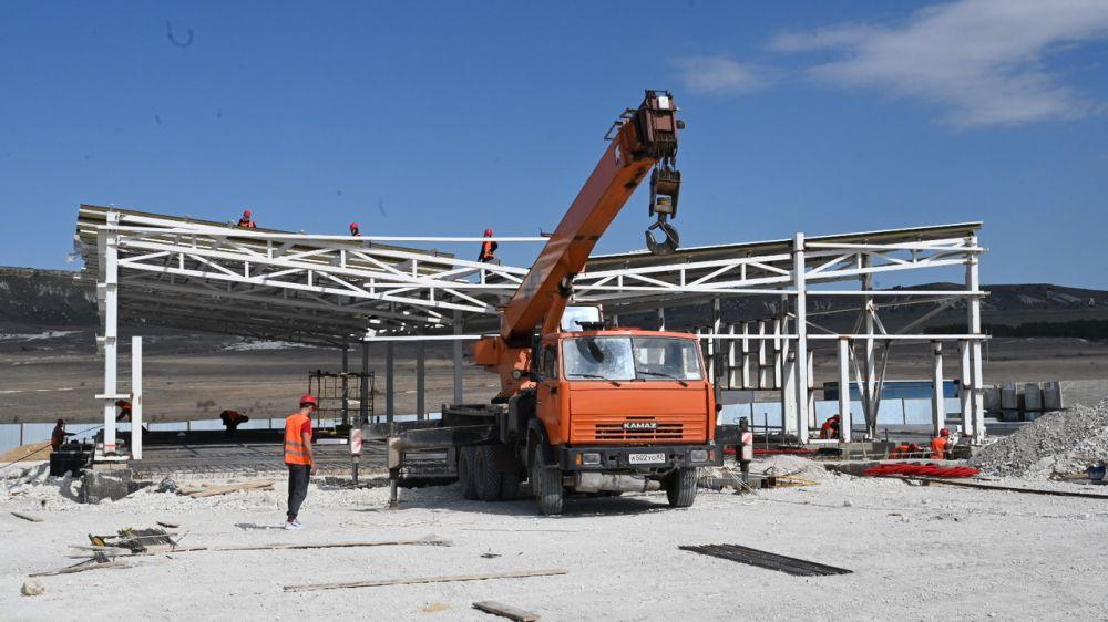 К середине мая на трассе «Таврида» планируется ввести в эксплуатацию две многофункциональные зоны и три АЗС - Дмитрий Шеряко