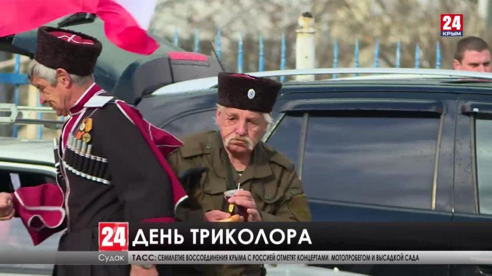 Под бело-сине-красным. Как праздновали крымчане семилетие воссоединения с Россией на Востоке и Севере полуострова?