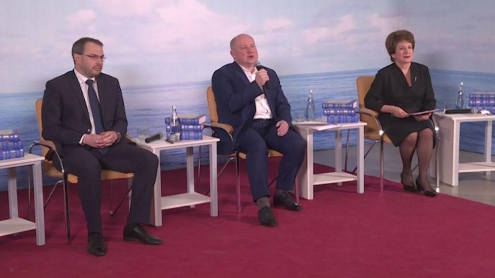 В Севастополе презентовали трёхтомник «История Севастополя»