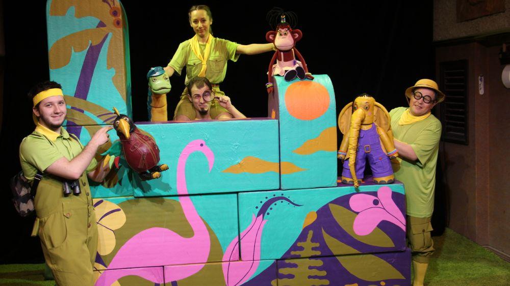 Академический театр кукол представит в Евпатории спектакль «38 попугаев»