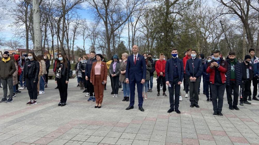 В центре поселка Советский прошел молодежный квест «Мы вместе! Крым и Россия», посвященный Дню воссоединения Крыма с Россией