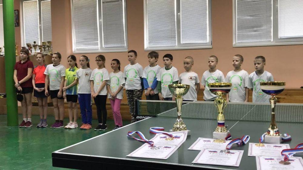 Ялтинские школьники приняли участие в турнире по настольному теннису