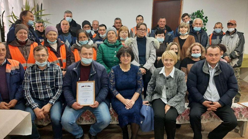В преддверии профессионального праздника Светлана Курандина поздравила работников муниципальных предприятий сферы ЖХК