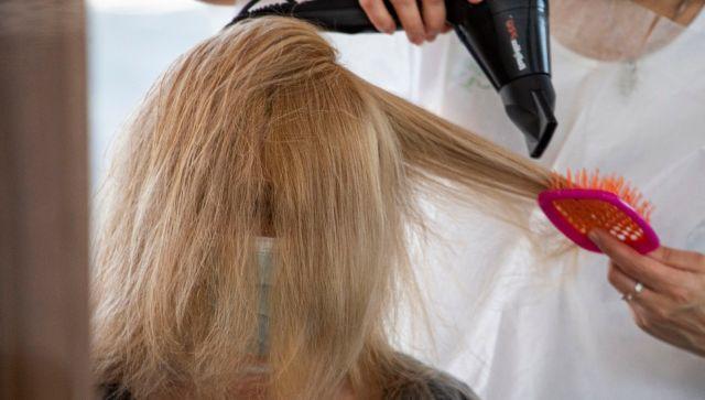 Весеннее выпадение волос: почему это происходит и что делать