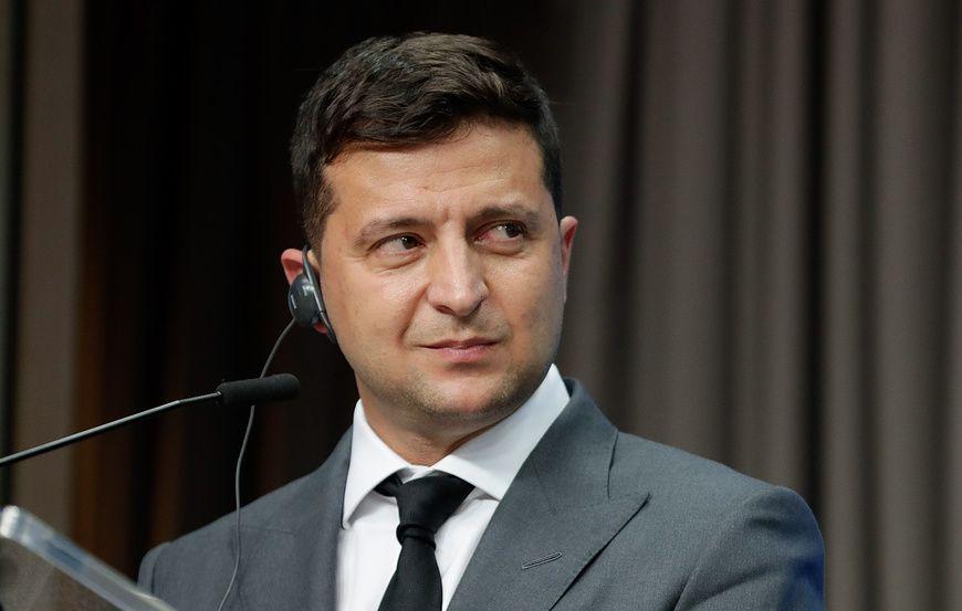 Зеленский продлил на три года санкции против двух российских банков