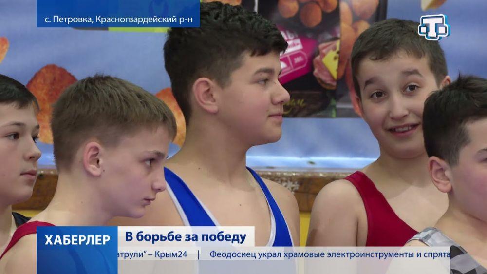 В Крыму прошёл турнир по греко-римской борьбе