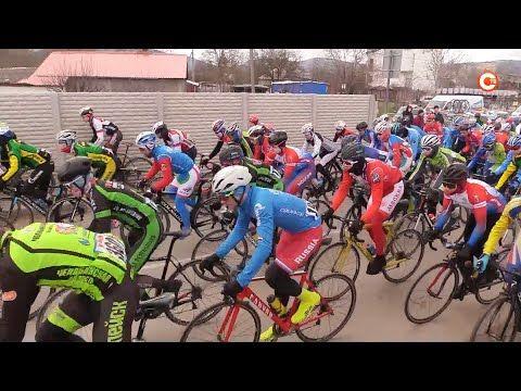 Велосипедисты из разных регионов страны продолжают покорять севастопольские трассы (СЮЖЕТ)