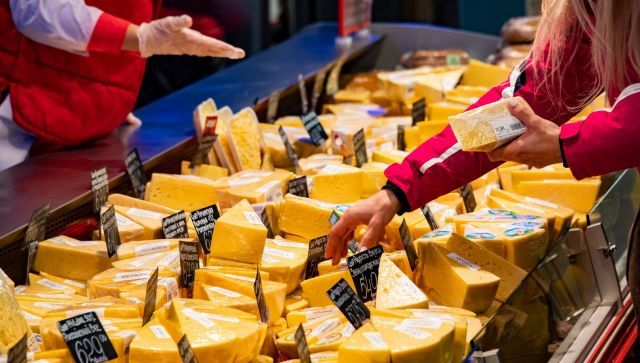 Цена маркировки: что произойдет с молоком, сырами и мороженым