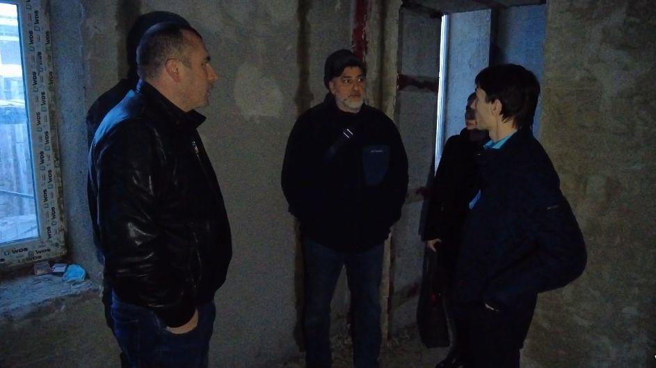 В пгт Октябрьское идет ремонт музея 943-го МРАП