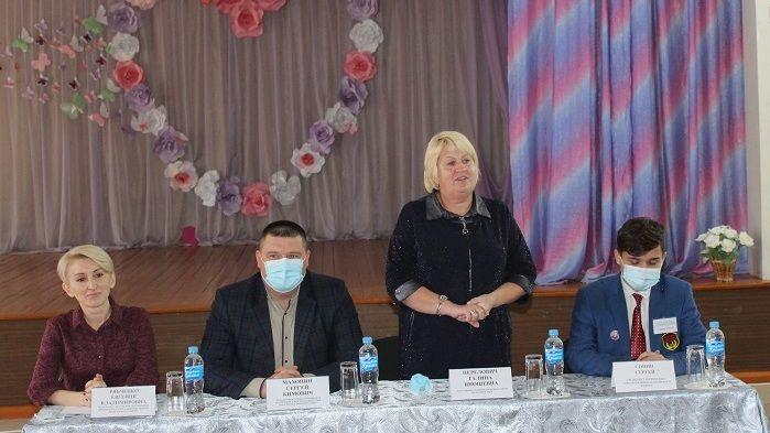 Сергей Махонин и Галина Перелович встретились с новоизбранными президентами общеобразовательных учреждений Белогорского района
