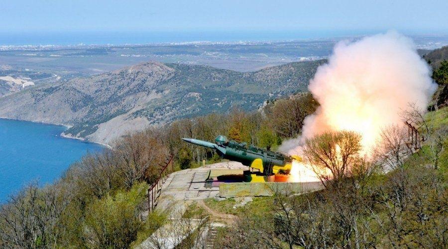 Два противолодочных корабля и береговой комплекс «Утёс» провели ракетные стрельбы в Крыму