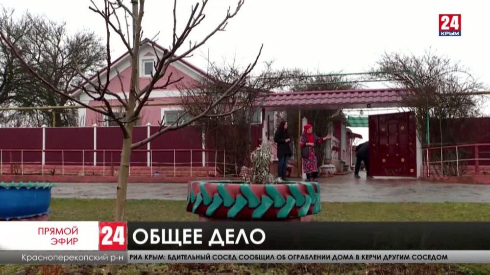 Клумбы, скамейки и фонари – в селах на севере Крыма ремонтируют дворы