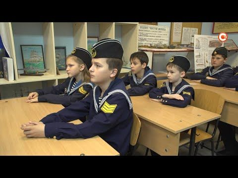Ученики Севастопольской детской морской флотилии показали свои работы на выставке в Доме офицеров флота (СЮЖЕТ)