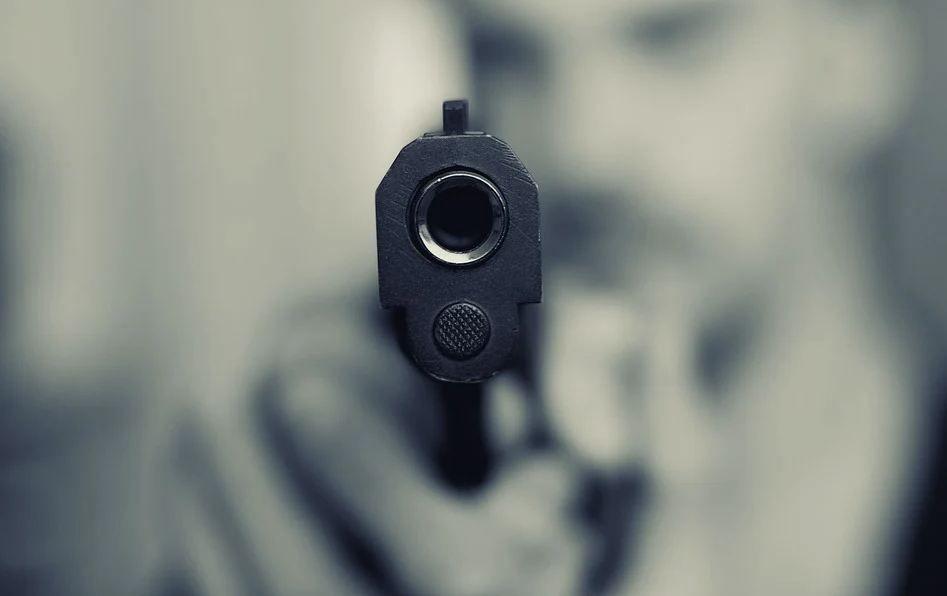 В центре Симферополя мужчина в маске ограбил офис микрозаймов