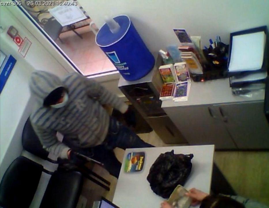 В Симферополе за минуту нападавший оставил без денег офис микрозаймов