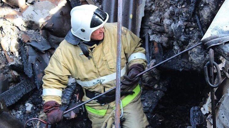 В Севастополе горел частный дом с газовыми баллонами