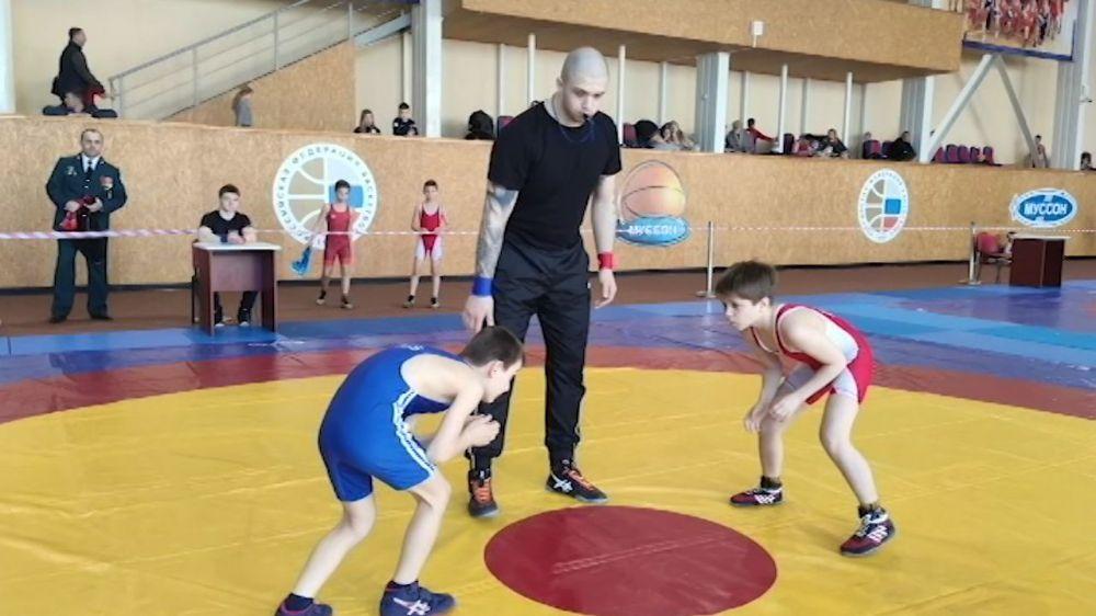 В Севастополе прошёл детско-юношеский турнир по вольной борьбе