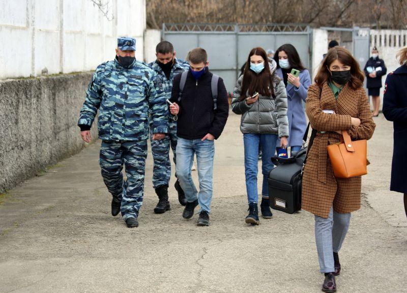 В Крыму полицейские-кинологи провели для журналистов акцию «День со службой МВД»