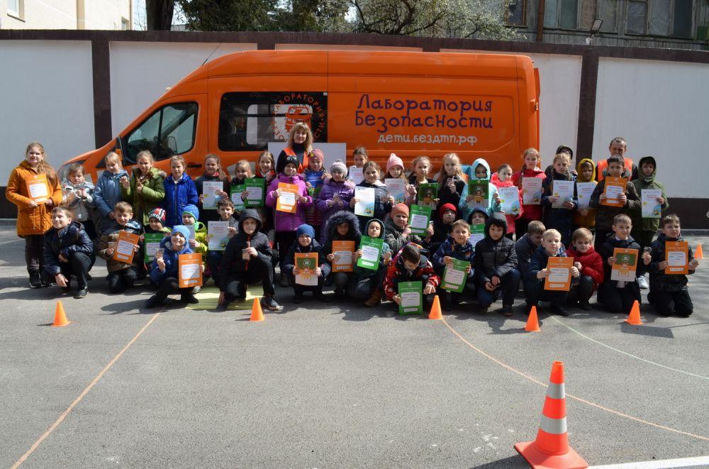 В Ялте провели профилактические мероприятия с детьми по изучению правил дорожного движения