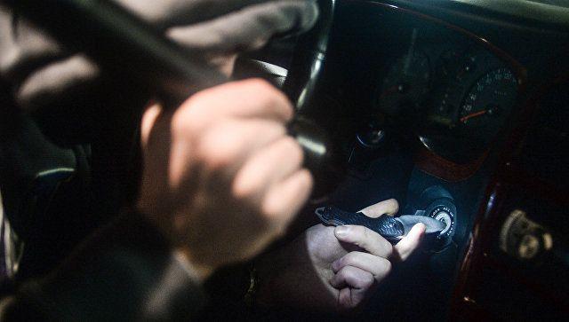 Пьяный крымчанин угнал у экс-возлюбленной машину и въехал в столб