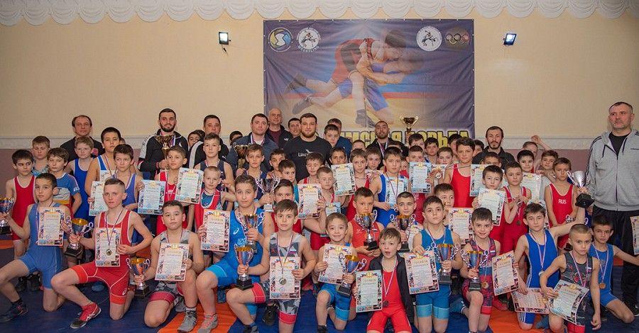В Сакском районе прошли соревнования погреко-римской борьбе среди младших юношей