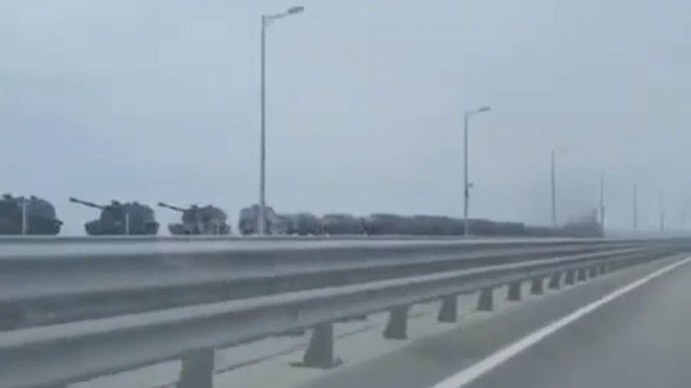 Видео, как по Крымскому мосту перегоняют военную технику