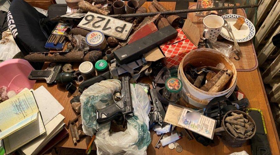 Полиция задержала за кражу симферопольца, хранившего дома оружие и взрывчатку
