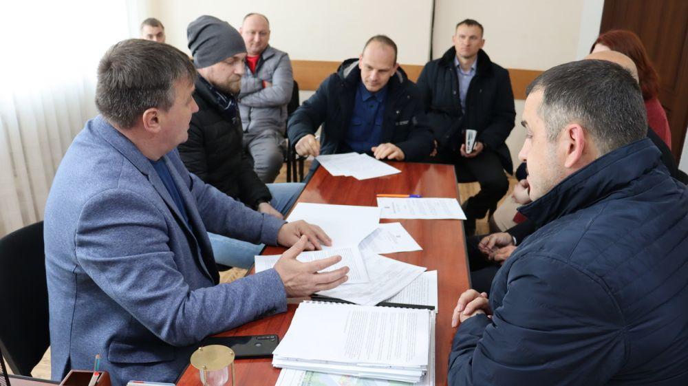 Михаил Слободяник и  Олег Саннэ провели выездное совещание на территории Штормовского сельского поселения