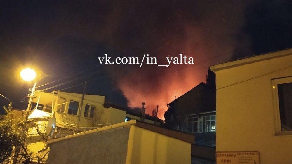 «Страшный день!»: Появилось видео пожара в Ялте