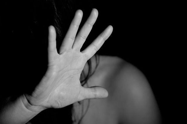 В Керчи суд вынес приговор матери, насиловавшей дочь в компании знакомого