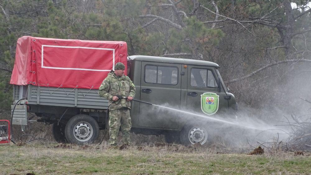 Сотрудники Минприроды Крыма приняли участие в комплексных учениях по тушению лесных пожаров