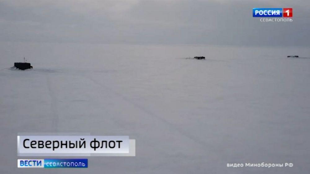 Три российских атомных ракетоносца одновременно всплыли во льдах Арктики