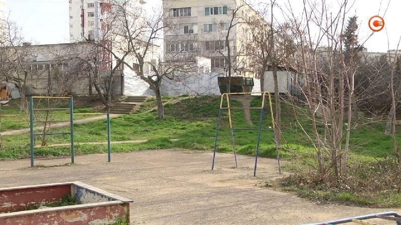 Жители улицы Степаняна решают, каким будет их сквер