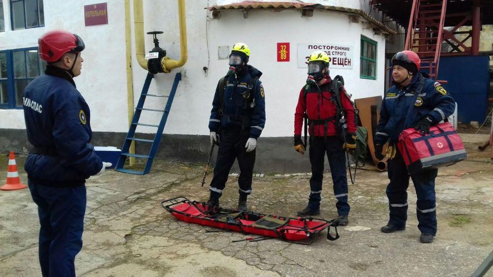 Спасатели ГКУ РК «КРЫМ-СПАС» продолжают совершенствовать навыки работы на потенциально опасных объектах