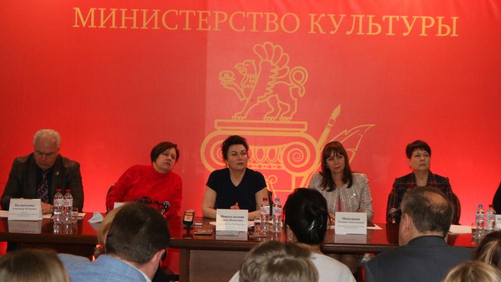 Арина Новосельская провела встречу с министрами культуры муниципального ученического Правительства Крыма