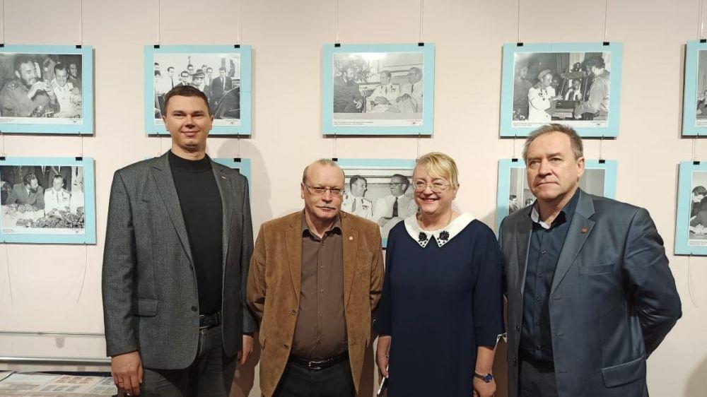Андрей Терещенко посетил фотовыставку в Центральном музее Тавриды, посвященную 60-летию пилотируемой космонавтики