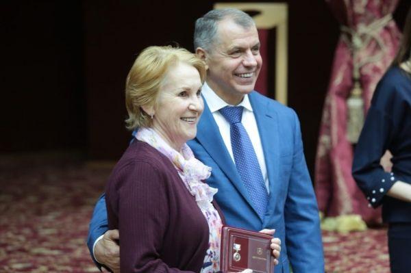 Владимир Константинов вручил государственные награды сотрудникам Крымской астрофизической обсерватории