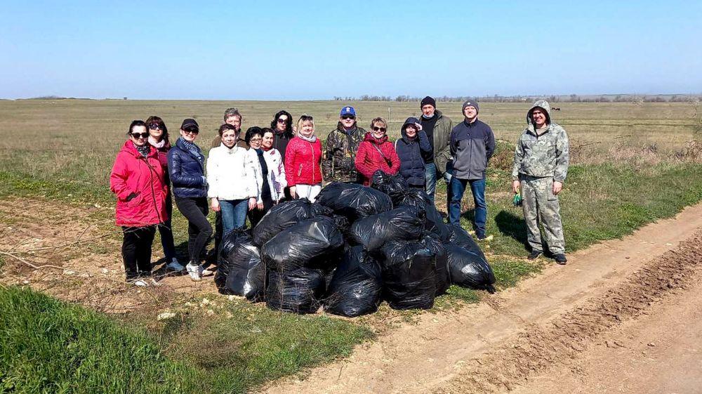 В Черноморском районе прошел экологический субботник в рамках акции «Чистый полуостров»