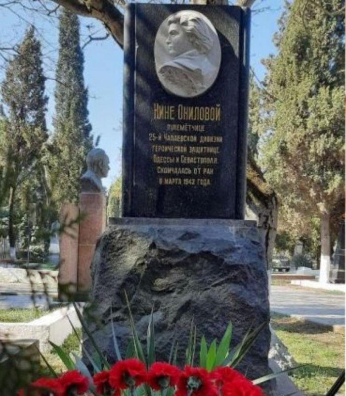 В Севастополе почтили память легендарной пулеметчицы Нины Ониловой