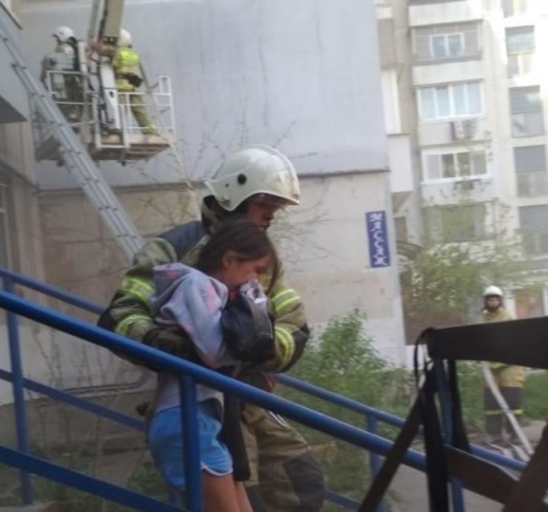 Крымские спасатели из-за пожара эвакуировали 15 жителей многоэтажки