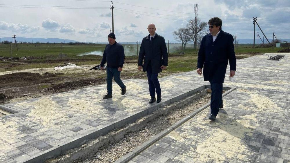 Владимир Трегуб совместно с председателем Госкомитета ветеринарии Валерием Ивановым посетили объекты строительства и благоустройства в Советском районе