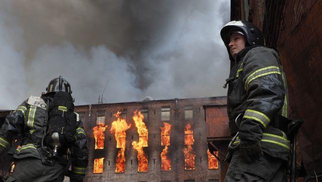 """Масштабный пожар на фабрике """"Невская мануфактура"""": фото, видео"""