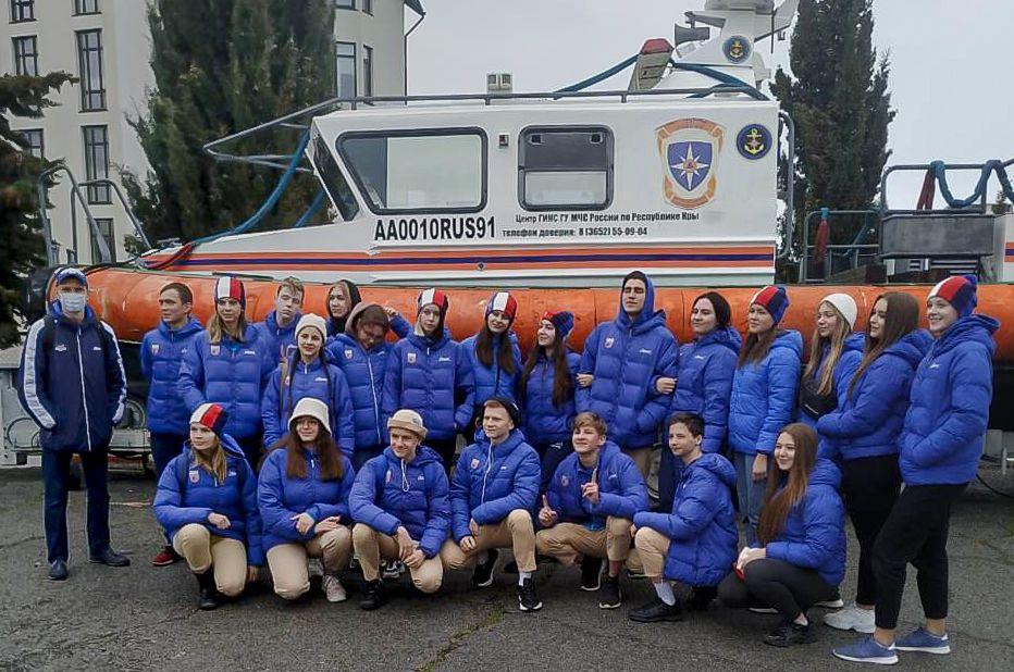 В Гурзуфе сотрудники МЧС России провели мастер-класс для артековцев