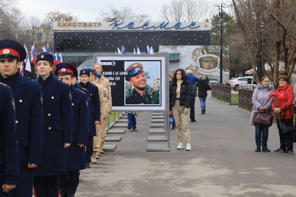 Симферопольцы могут видеть более 80 фотографий Юрия Гагарина