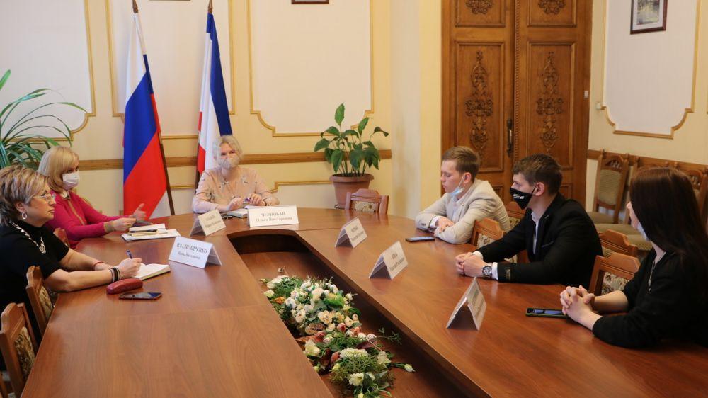 В Минфине Крыма состоялась очередная рабочая встреча с членами Молодежного правительства Республики Крым
