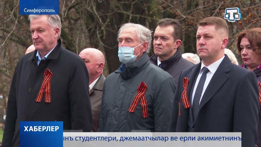 В Симферополе возложили цветы к памятнику партизанам и подпольщикам