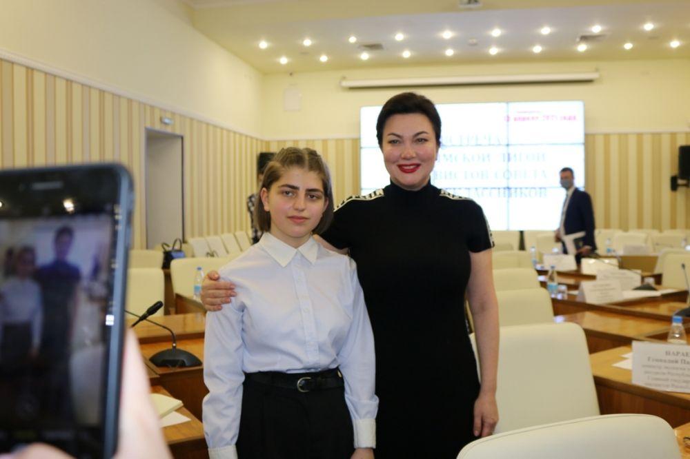 Арина Новосельская приняла участие во встрече с Крымской лигой активистов совета старшеклассников